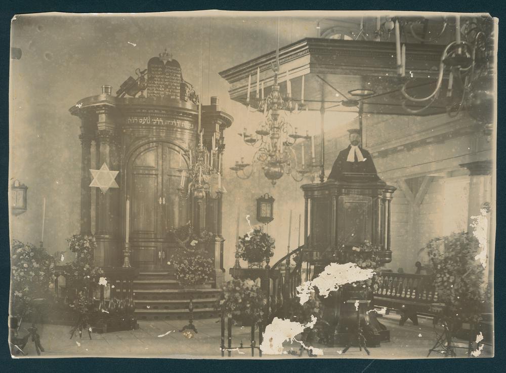 f011926 interieur van een synagoge in suriname ca 1930